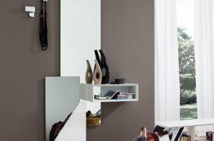Ingresso Moderno con Specchio e Elemento a Giorno La ...