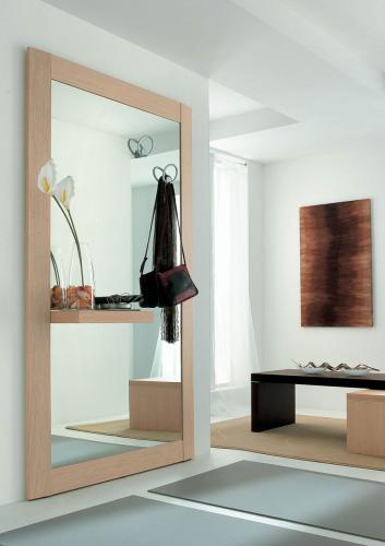 Ingresso moderno con specchio gigante e appendiabiti - Specchio ingresso moderno ...