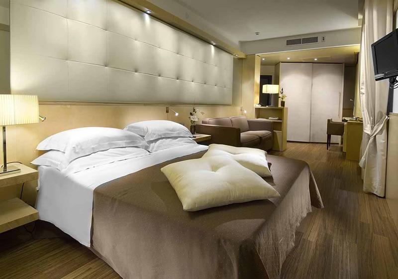 Arredo b b hotel alberghi tutto mobili arredamento for Arredo camere b b
