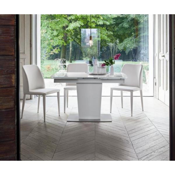 Tavoli moderni tutto mobili arredamento camere cucine for Arredamento tavoli moderni