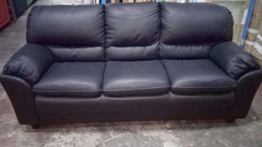 Ufficio Divano Nero : Svendita divano outlet ecopelle nero ultimo pezzo 3 posti u20ac 490.00